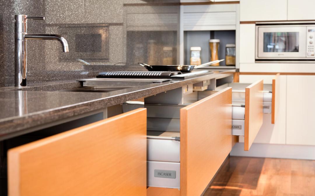 Sistemas de apertura de los muebles de cocina: ¿cuál elegir?